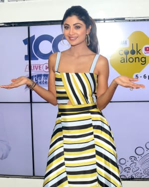 Photos: Shilpa Shetty Celebrates The 100 Episodes Of Cook Along At Big Bazaar | Picture 1652592