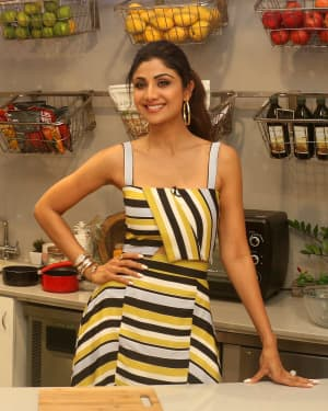 Photos: Shilpa Shetty Celebrates The 100 Episodes Of Cook Along At Big Bazaar | Picture 1652594