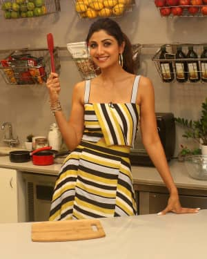 Photos: Shilpa Shetty Celebrates The 100 Episodes Of Cook Along At Big Bazaar