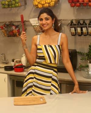 Photos: Shilpa Shetty Celebrates The 100 Episodes Of Cook Along At Big Bazaar