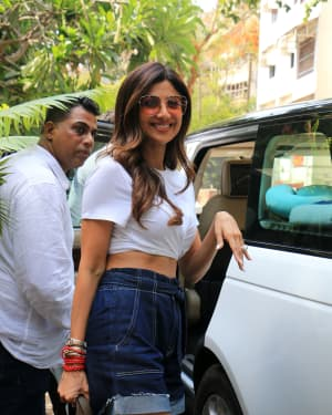 Shilpa Shetty - Photos: Celebs Spotted at Juhu