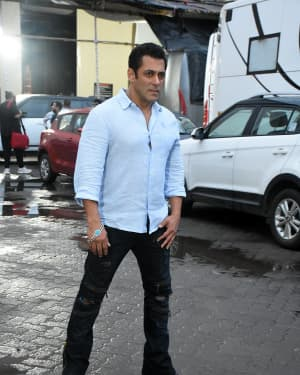 Salman Khan - Photos: Special Screening Of Film Bharat For Families Separated During 1947 | 1653842
