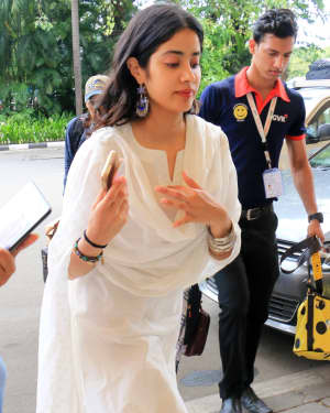 Janhvi Kapoor - Photos: Celebs Spotted At Airport In Santacruz | Picture 1654888