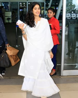 Janhvi Kapoor - Photos: Celebs Spotted At Airport In Santacruz | Picture 1654890