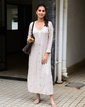 Tara Sutaria - Photos: Celebs Spotted at Bandra | Picture 1654990