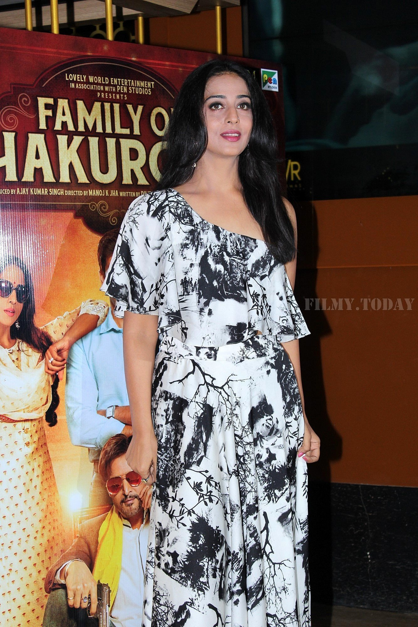 Mahie Gill - Photos: Trailer Launch Of Film Family Of Thakurganj | Picture 1657773