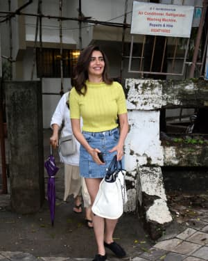 Karishma Tanna - Photos: Celebs Spotted At Kromakay Salon In Juhu | Picture 1658540