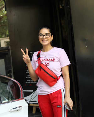 Photos: Sunny Leone Spotted at Juhu