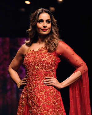 Photos: Bipasha Basu walks the ramp at the Lakme Fashion Week 2018