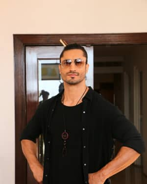 Vidyut Jamwal - Photos: Promotion Of Film Junglee at Sun and Sand