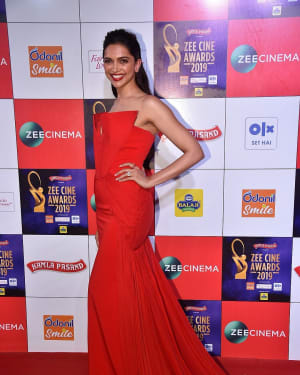 Deepika Padukone - Photos: Celebs at Zee Cine Awards 2019 Red Carpet