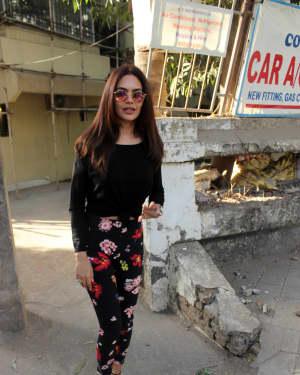 Photos: Esha Gupta Spotted at Kromakay