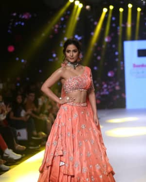 Photos: Hina Khan at BTFW 2019 Sonali Jain Show