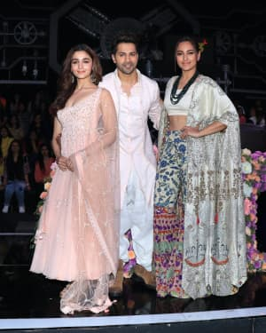 Photos: Promotion Of Film Kalank on the sets of Super Dancers Chapter 3 | Picture 1638832