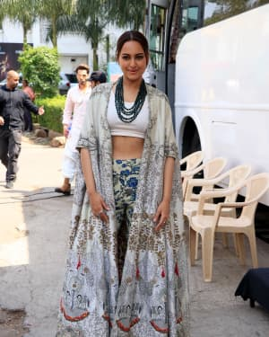 Sonakshi Sinha - Photos: Promotion Of Film Kalank on the sets of Super Dancers Chapter 3 | Picture 1638825