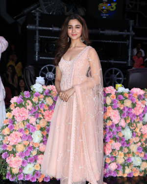 Alia Bhatt - Photos: Promotion Of Film Kalank on the sets of Super Dancers Chapter 3 | Picture 1638831