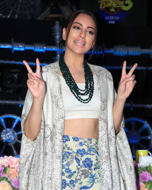 Sonakshi Sinha - Photos: Promotion Of Film Kalank on the sets of Super Dancers Chapter 3 | Picture 1638829
