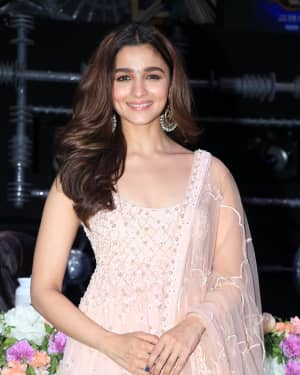 Alia Bhatt - Photos: Promotion Of Film Kalank on the sets of Super Dancers Chapter 3