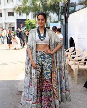 Sonakshi Sinha - Photos: Promotion Of Film Kalank on the sets of Super Dancers Chapter 3 | Picture 1638826
