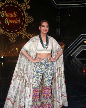 Sonakshi Sinha - Photos: Promotion Of Film Kalank on the sets of Super Dancers Chapter 3 | Picture 1638862