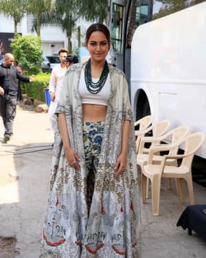Sonakshi Sinha - Photos: Promotion Of Film Kalank on the sets of Super Dancers Chapter 3 | Picture 1638856