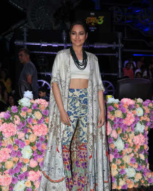 Sonakshi Sinha - Photos: Promotion Of Film Kalank on the sets of Super Dancers Chapter 3 | Picture 1638830