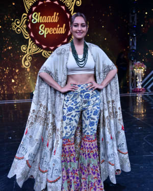 Sonakshi Sinha - Photos: Promotion Of Film Kalank on the sets of Super Dancers Chapter 3 | Picture 1638834