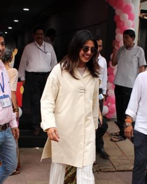 Priyanka Chopra - Photos: Celebs Voting For 2019 Election | Picture 1645483