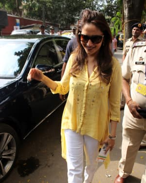 Madhuri Dixit - Photos: Celebs Voting For 2019 Election   Picture 1645487