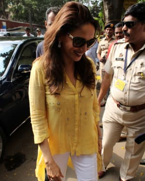 Madhuri Dixit - Photos: Celebs Voting For 2019 Election   Picture 1645488