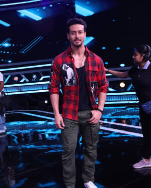 Tiger Shroff - Photos: Promotion Of Student Of The year 2 on the sets of Super Dancer Chapter 3 | Picture 1645544