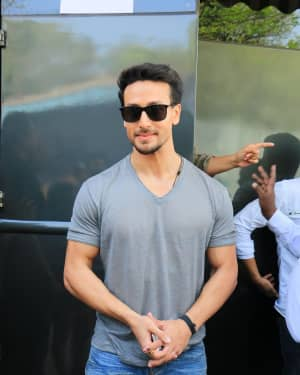 Tiger Shroff - Photos: Promotion Of Student Of The year 2 on the sets of Super Dancer Chapter 3