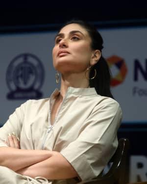 Photos: Kareena Kapoor at Aroi & AIR Radio 4 Child Awards III   Picture 1646797