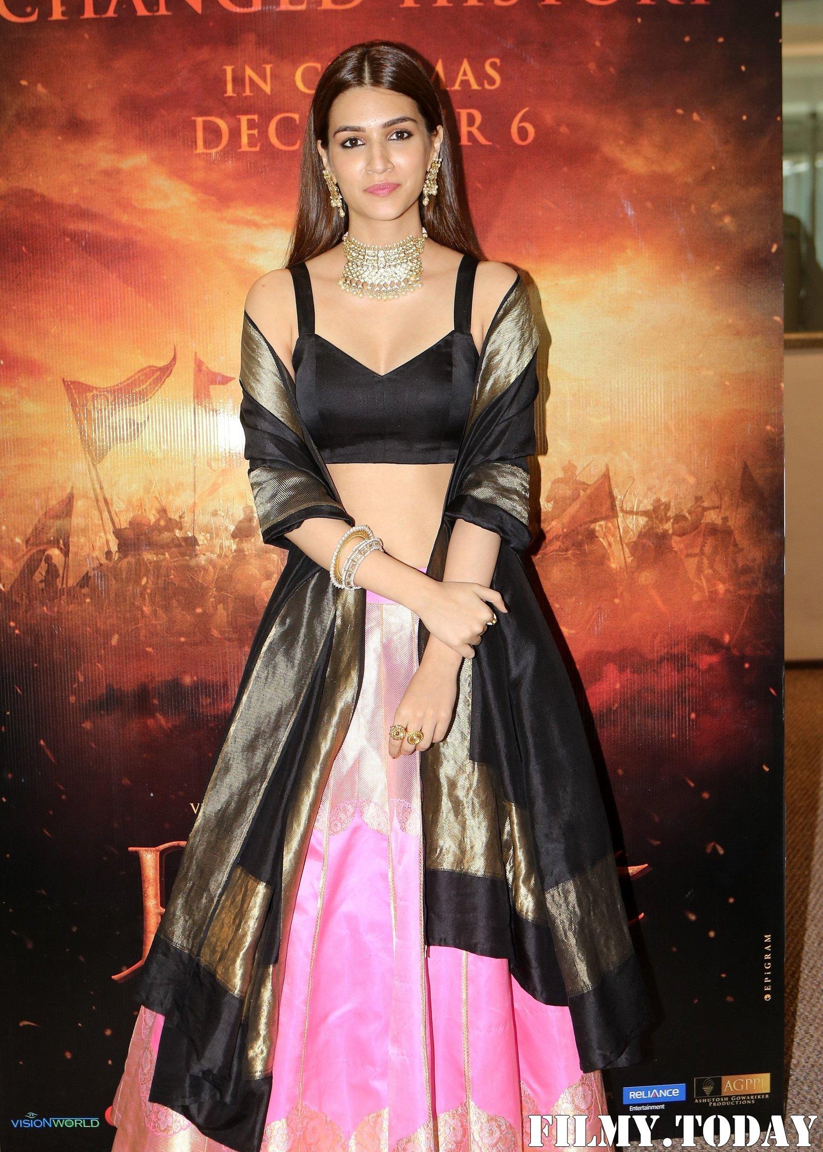 Kriti Sanon - Photos: Trailer Launch Of Film Panipat At Indus Club | Picture 1696305