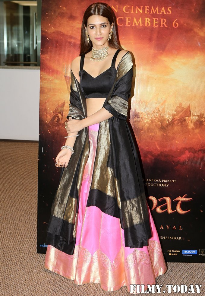 Kriti Sanon - Photos: Trailer Launch Of Film Panipat At Indus Club | Picture 1696306