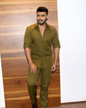 Arjun Kapoor - Photos: Trailer Launch Of Film Panipat At Indus Club | Picture 1696311