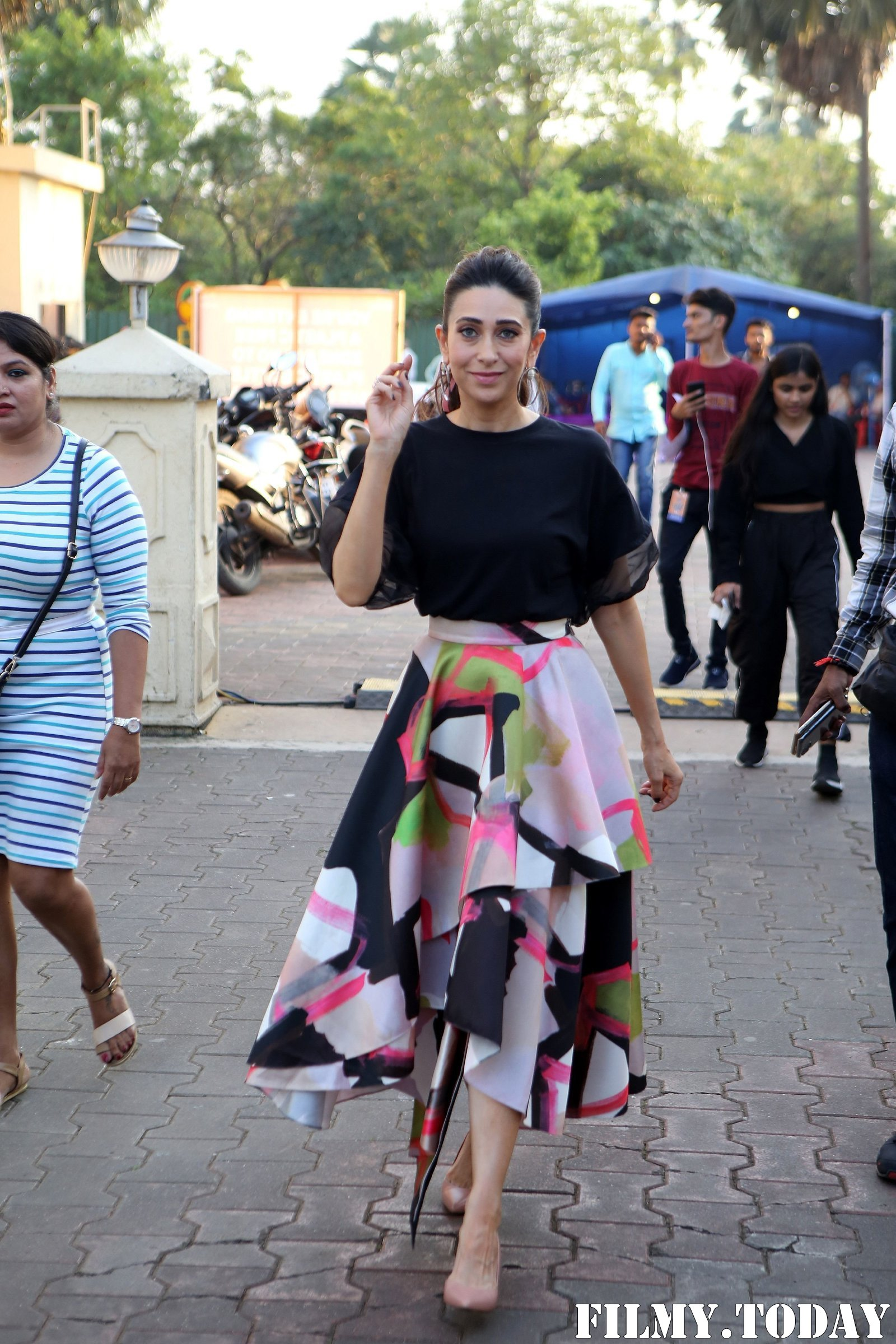 Karisma Kapoor - Photos: Celebs On The Sets Of Zee Tv Movie Masti With Manish Paul | Picture 1696488