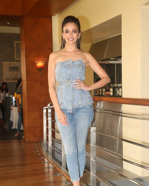 Kriti Kharbanda - Photos: Promotion Of Film Pagalpanti At Jw Juhu | Picture 1696575