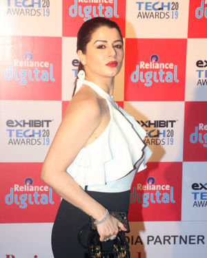 Kainaat Arora - Photos: Red Carpet Of Exhibit Tech Awards 2019