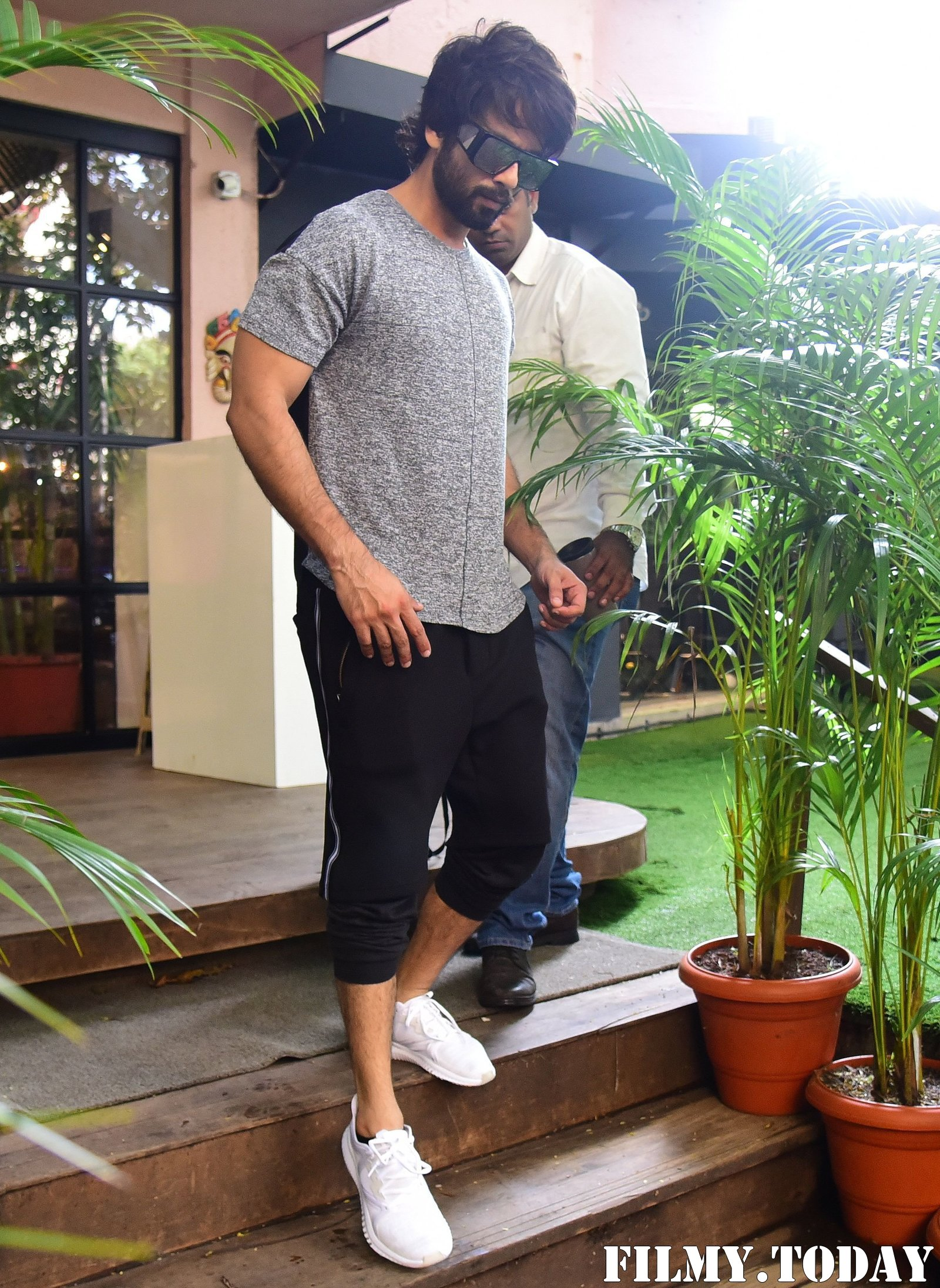 Shahid Kapoor - Photos: Celebs Spotted at Bandra | Picture 1697737