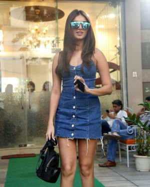 Tara Sutaria - Photos: Celebs Spotted at Bandra | Picture 1697740