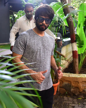 Shahid Kapoor - Photos: Celebs Spotted at Bandra | Picture 1697738