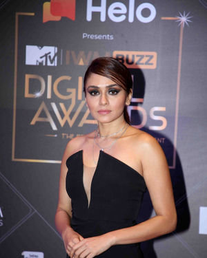 Amruta Khanvilkar - Photos: Red Carpet For The 2nd Edition Of MTV IWMBuzz Digital Awards   Picture 1698181