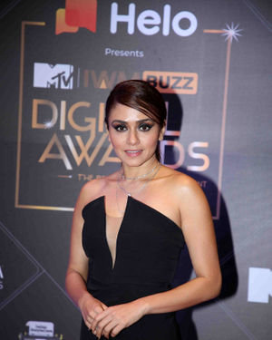 Amruta Khanvilkar - Photos: Red Carpet For The 2nd Edition Of MTV IWMBuzz Digital Awards   Picture 1698179