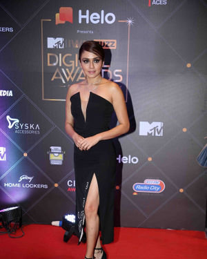 Amruta Khanvilkar - Photos: Red Carpet For The 2nd Edition Of MTV IWMBuzz Digital Awards   Picture 1698178