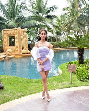 Kriti Kharbanda - Photos: Promotion Of Film Pagalpanti At Jw Juhu | Picture 1700171