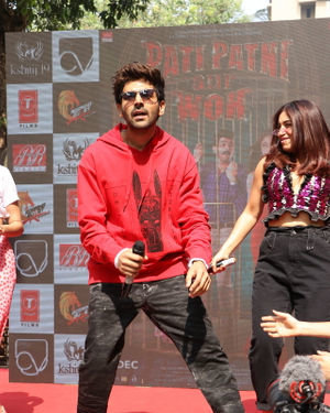 Photos: Promotion Of Film Pati Patni Aur Woh At Mithibai College | Picture 1701190