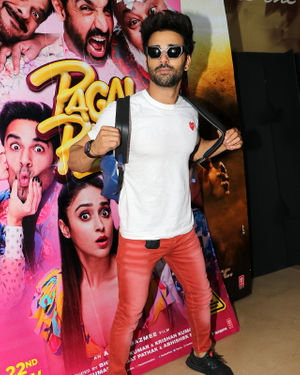 Pulkit Samrat - Photos: Special Screening Of Their Film Pagalpanti For NGO Kids | Picture 1701382