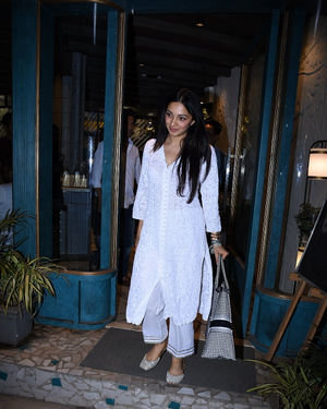 Kiara Advani - Photos: Celebs Spotted at Bandra | Picture 1701634