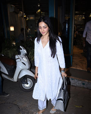 Kiara Advani - Photos: Celebs Spotted at Bandra | Picture 1701635